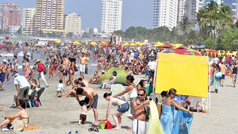 Cartagena es la primera ciudad que ordena sus playas con respecto al comercio.