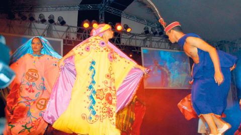 Un grupo de danza experimental presenta una muestra de la tradición de la cultura Wayuu, en el marco del Festival Francisco El Hombre.