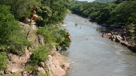 Uno de los mayores atractivos que tiene Valledupar es el río Guatapurí. Este lugar es sitio obligado de todos los que la visitan.