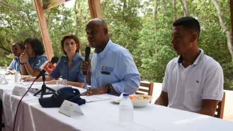 Aspecto de la reunión con el ministro de Ambiente, Luis Murillo.