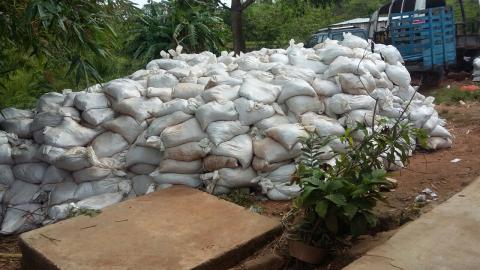 Gobierno envió 30 mil costales para contener aguas.