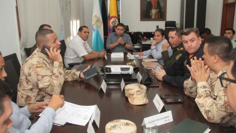 Reunion del Consejo de Seguridad en el despacho del Alcalde samario Rafael Martínez.