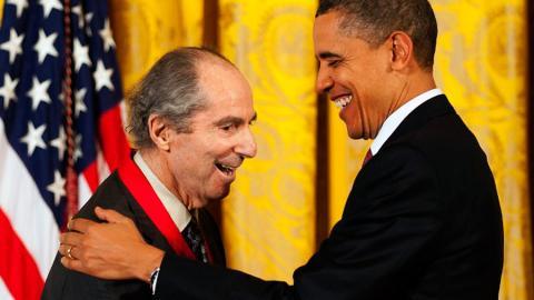 El 2 de marzo del 2011, el entonces presidente de EEUU., Barack Obama, entregó la Medalla Nacional de Humanidades al novelista Philip Roth durante una ceremonia en la Casa Blanca en Washington,
