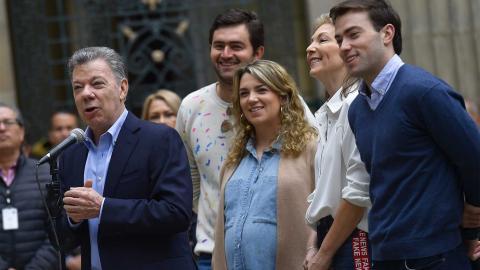 El presidente Juan Manuel Santos votó este domingo junto a toda su familia.