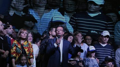 El excandidato a la presidencia Gustavo Petro  y su fórmula a la vicepresidencia Ángela María Robledo.