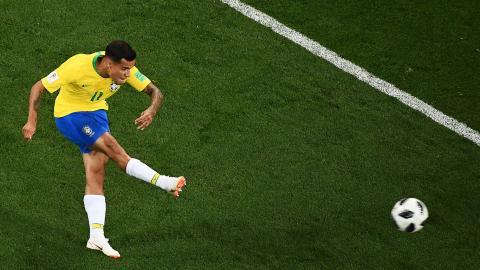 Acción del golazo de Coutinho. Su tiro fue certero.