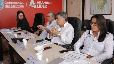Madelein Torres, delegada del DNP; Eduardo Verano, gobernador del Atlántico; Édgar Martínez, gobernador de Sucre, y Carolina Español, delegada del Minhacienda.