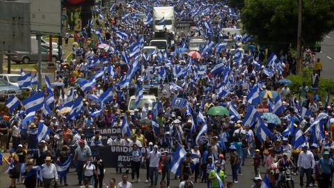 Manifestantes durante una marcha llamada 'Masaya florecerá'.
