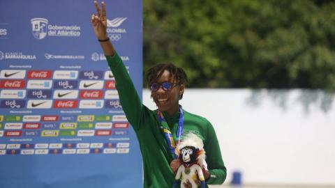 Jean Mathilde celebra la primera medalla para su país.