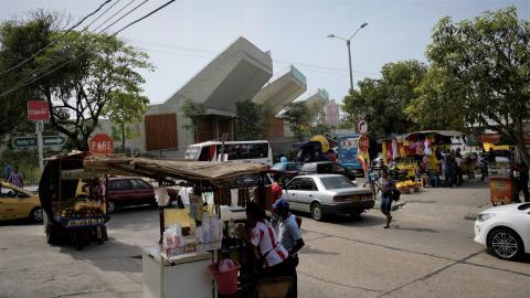 Este es el ambiente comercial que rodea en esta época al renovado Romelio Martínez.