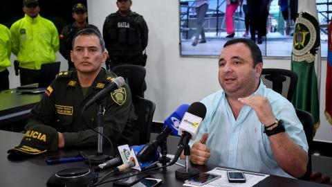 El general Mariano Botero, junto al jefe de la Oficina de Seguridad Distrital, Yesid Turbay.
