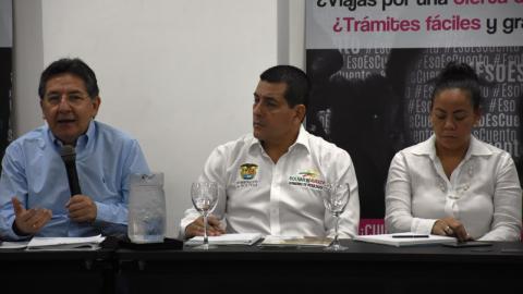 Néstor Humberto Martínez (izq.), Dumek Turbay y Yolanda Wong.