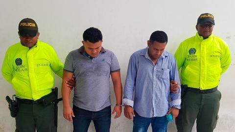 Los capturados bajo custodia policial.