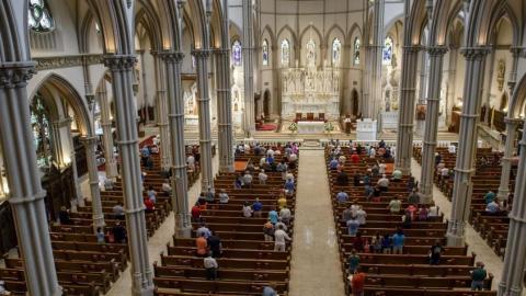 """El Vaticano siente """"vergüenza y dolor"""" por los abusos sexuales contemplados en las casi 1.300 páginas."""