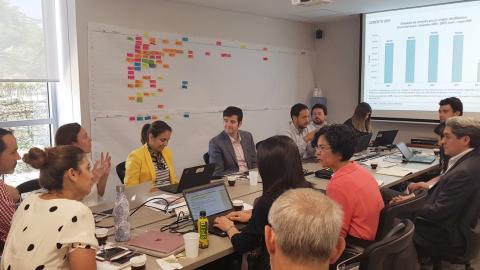 Uno de los encuentros entre representantes del Banco Mundial y la Alcaldía.