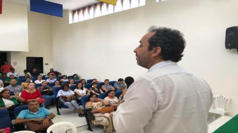 El superintendente nacional de Salud Fabio Aristizabal Ángel durante el evento.