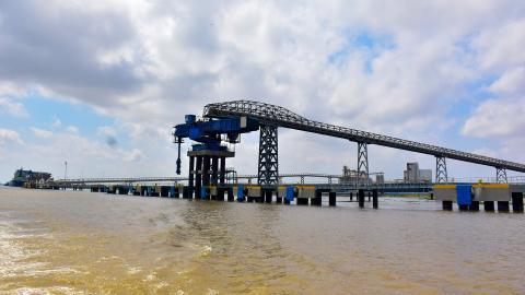 Actualmente el calado operativo para navegar en el canal de acceso al Puerto es de 8,0 metros.