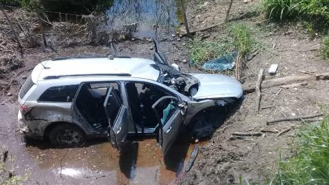 El vehículo accidentado en el que viajaban las víctimas.