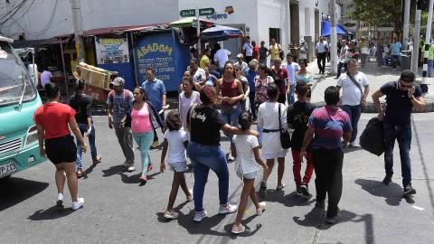 Personas en el sector del Paseo Bolívar en el Centro de Barranquilla.