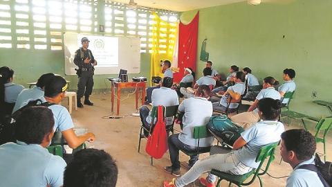 Acciones que incluyen a las autoridades hacen parte de los programas para mejorar la calidad escolar.