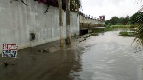 Este es el panorama que se observa en una de las calles del sector luego de una fuerte precipitación.