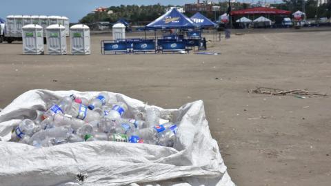 Botellas plásticas, envolturas, recipientes desechables y latas, entre los elementos recolectados por la Triple A.