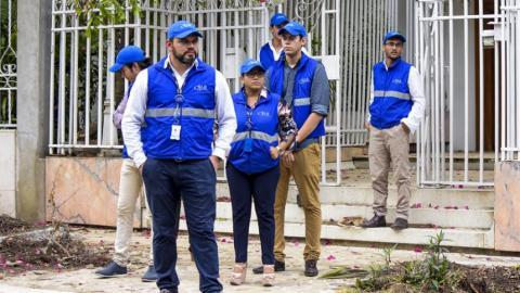 Funcionarios de la SAE en una diligencia en Barranquilla.