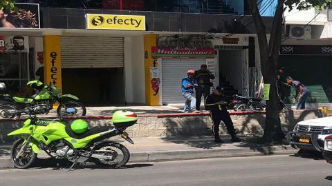 Oficina de la empresa de giros que fue asaltada por delincuentes armados.