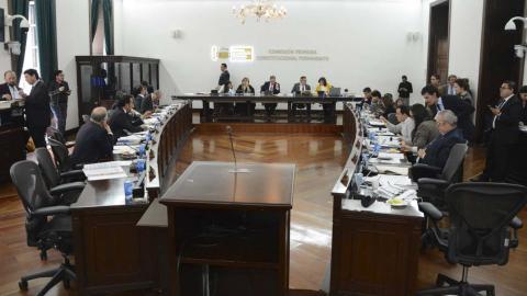Senadores debatiendo la reforma a la justicia.