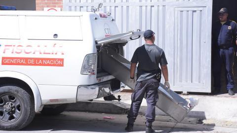 Miembros del CTI realizan el levantamiento del cádaver de Jair Palacio Barón, asesinado en Bosquecito.