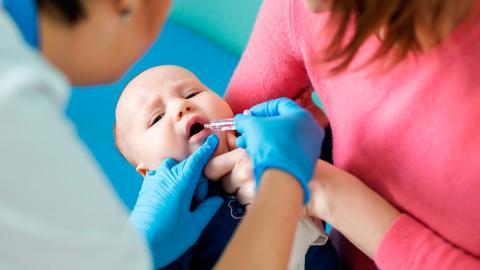 Vacunación de niños.