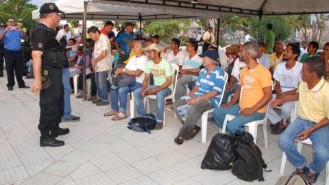 Los habitantes de la calle atendidos por miembros de las redes de apoyo.
