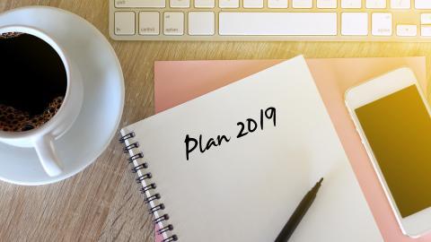 Las personas, por lo general, toman papel y lápiz para escribir la evaluación de lo realizado en sus vidas.