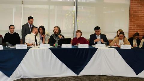 Aspecto de la reunión entre los miembros que conforman la mesa de concertación, realizada ayer en Bogotá.
