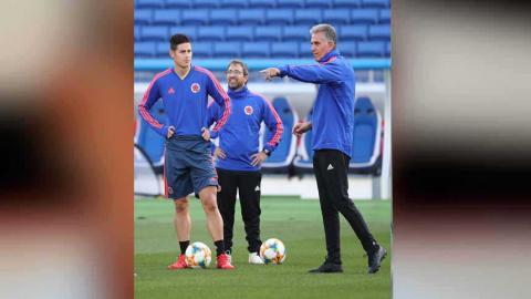 Queiroz en el entrenamiento de este jueves junto a James Rodríguez.