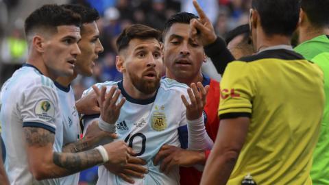 La sorpresa de Messi cuando resultó expulsado.