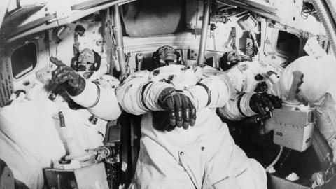Los tres astronautas en los momentos previos del viaje hacia la luna.