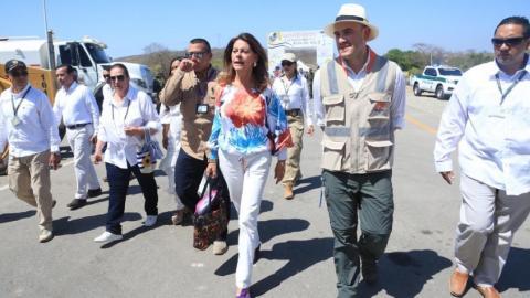 La vicepresidenta de la República, Marta Lucía Ramírez, y el presidente de la ANI, Manuel Felipe Gutiérrez, arriban este jueves a Bosconia.