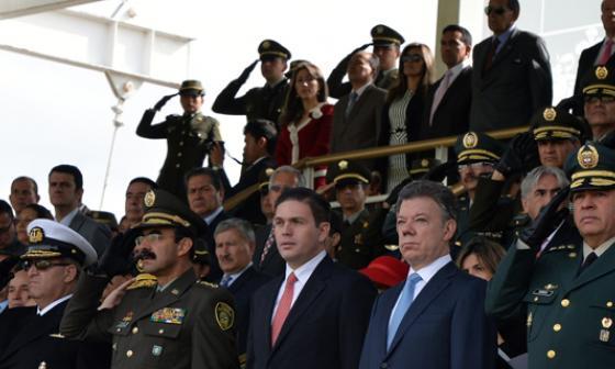 El presidente Santos y su cúpula durante la ceremonia de conmemoración de los 122 años de servicio de la Policía Nacional.
