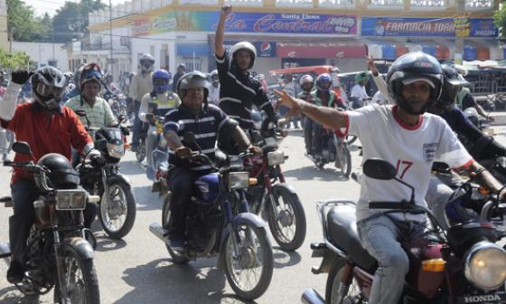 Mototaxistas protestan por intención de prohibir parrillero
