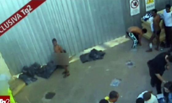 Imágenes del video de inmigrantes publicado en la cadena de televisión italiana RAI2.