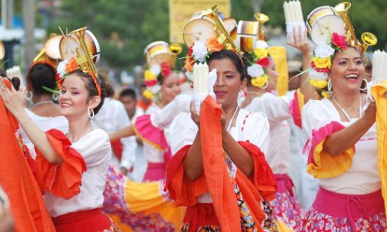 La belleza y alegría de la mujer de la Región Caribe se impuso en el desfile de fandangueros.