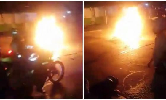 Cartagena: Vecinos atrapan a supuestos atracadores e incineran la moto en la que se movilizaban