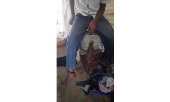 Policía rescató a niño que se encontraba encadenado a una cama