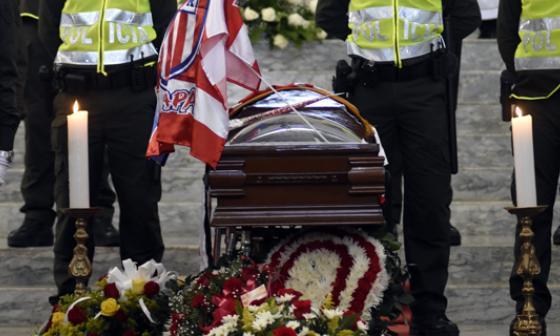 Féretro de Édgar Perea es trasladado a funeraria Los Olivos