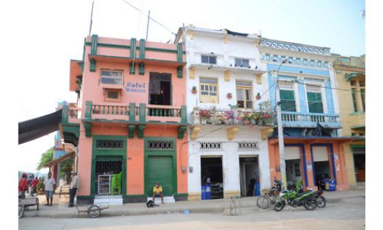 Hotel Venecia, el antiguo hogar del personaje de Flora Miguel, de 'Crónica de una muerte anunciada'. Al lado se encuentra la casa donde vivió Mercedes Barcha, esposa de García Márquez, y su familia.