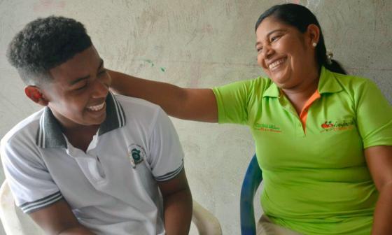 Jhon Wilches Atencia con su madre, A Irel Atencia Salgado.