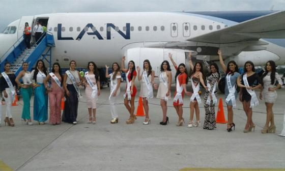 Candidatas al Reinado de la Ganadería minutos después de su arribo al aeropuerto Garzones de Montería.