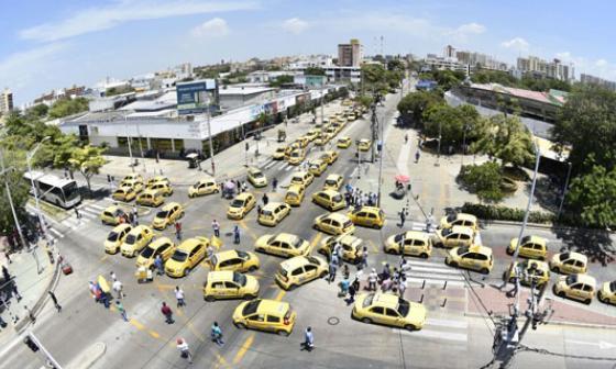 Transmetro reactivó operación tras bloqueo de la calle 72 por protesta de taxistas