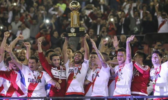 River Plate levanta su segunda Recopa Sudamericana.